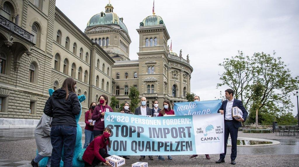 Une pétition munie de 42'800 signatures a été déposée à Berne ce lundi.