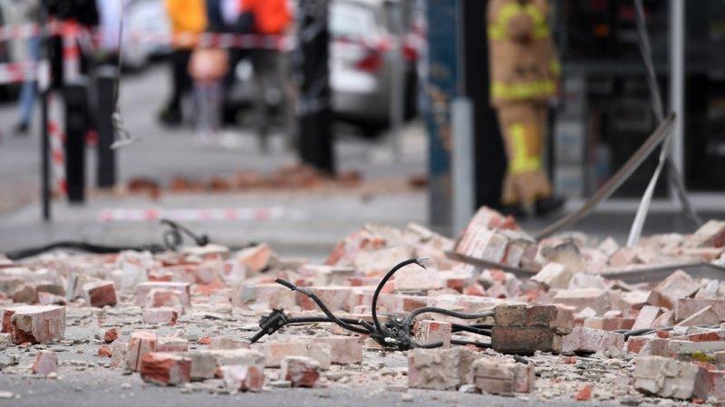 Le séisme, qui s'est produit à une dizaine de kilomètres de profondeur seulement, a surpris les habitants de la deuxième ville d'Australie à 09h00 du matin et a été ressenti à des centaines de kilomètres à la ronde.