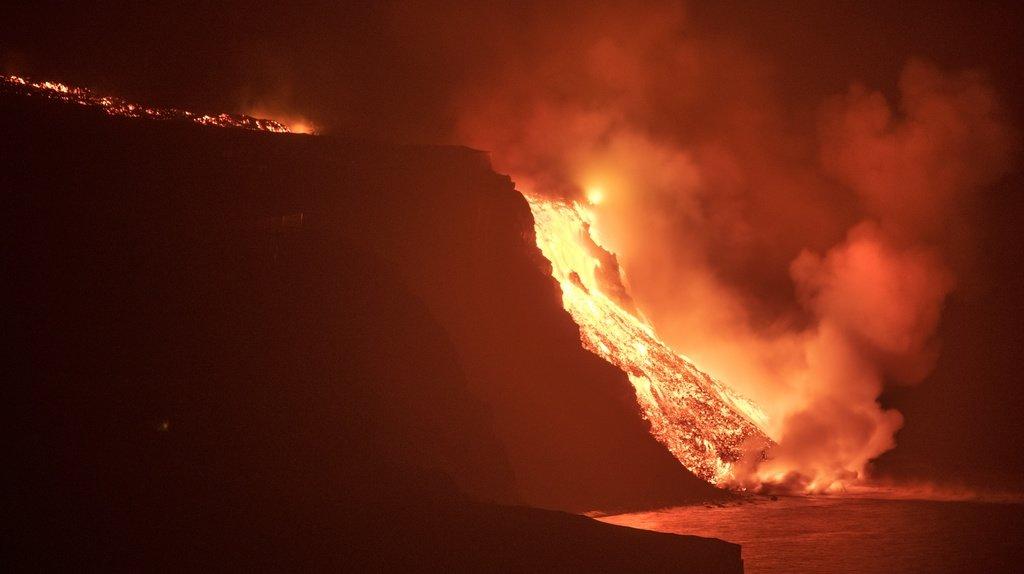 Eruption aux Canaries: la lave du volcan a atteint l'océan
