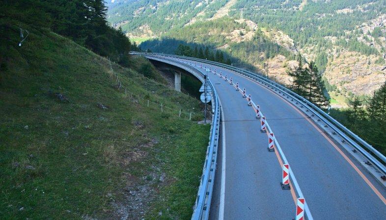 La gestion du trafic sur une seule voie instaurée en juin dernier est maintenue  au sud de Simplon Village.