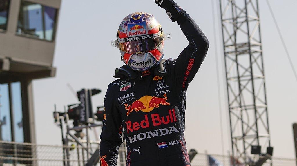 Automobilisme - GP des Pays-Bas: Verstappen en pole à domicile, Hamilton 2e sur la grille