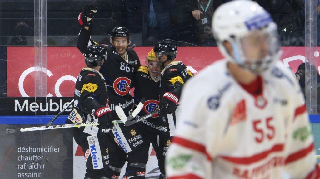 Hockey: Lausanne défait à Bienne, Fribourg vainqueur en fin de partie