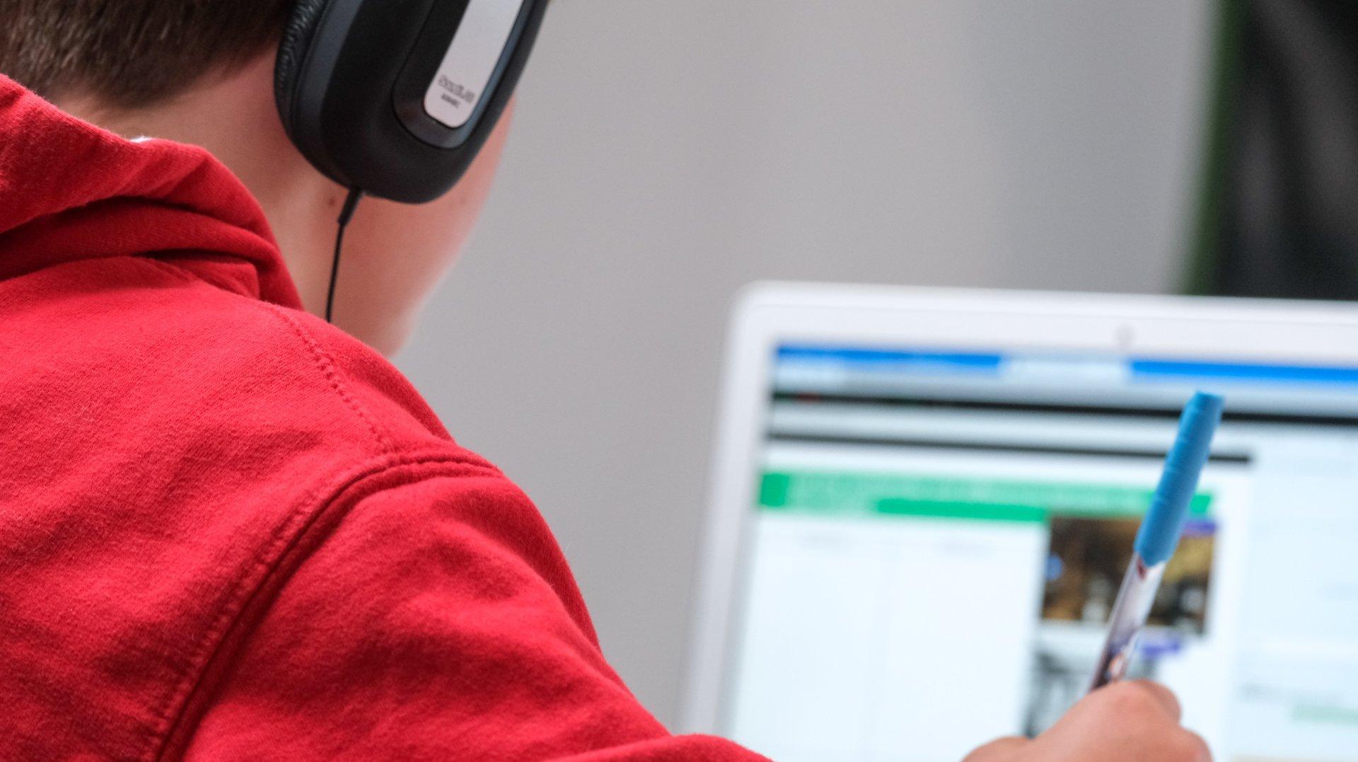 Sensibiliser les jeunes aux écrans, ça passe aussi par l'école
