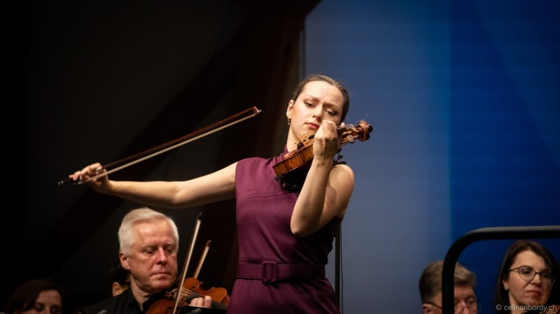 Maria Loudenitch gagne le Concours international de violon Tibor Varga