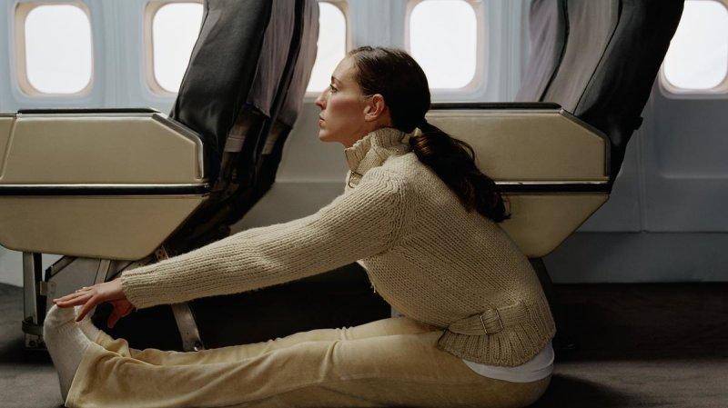 Les étirements font partie des petits trucs utiles pour ne pas être trop engourdi pendant le vol.