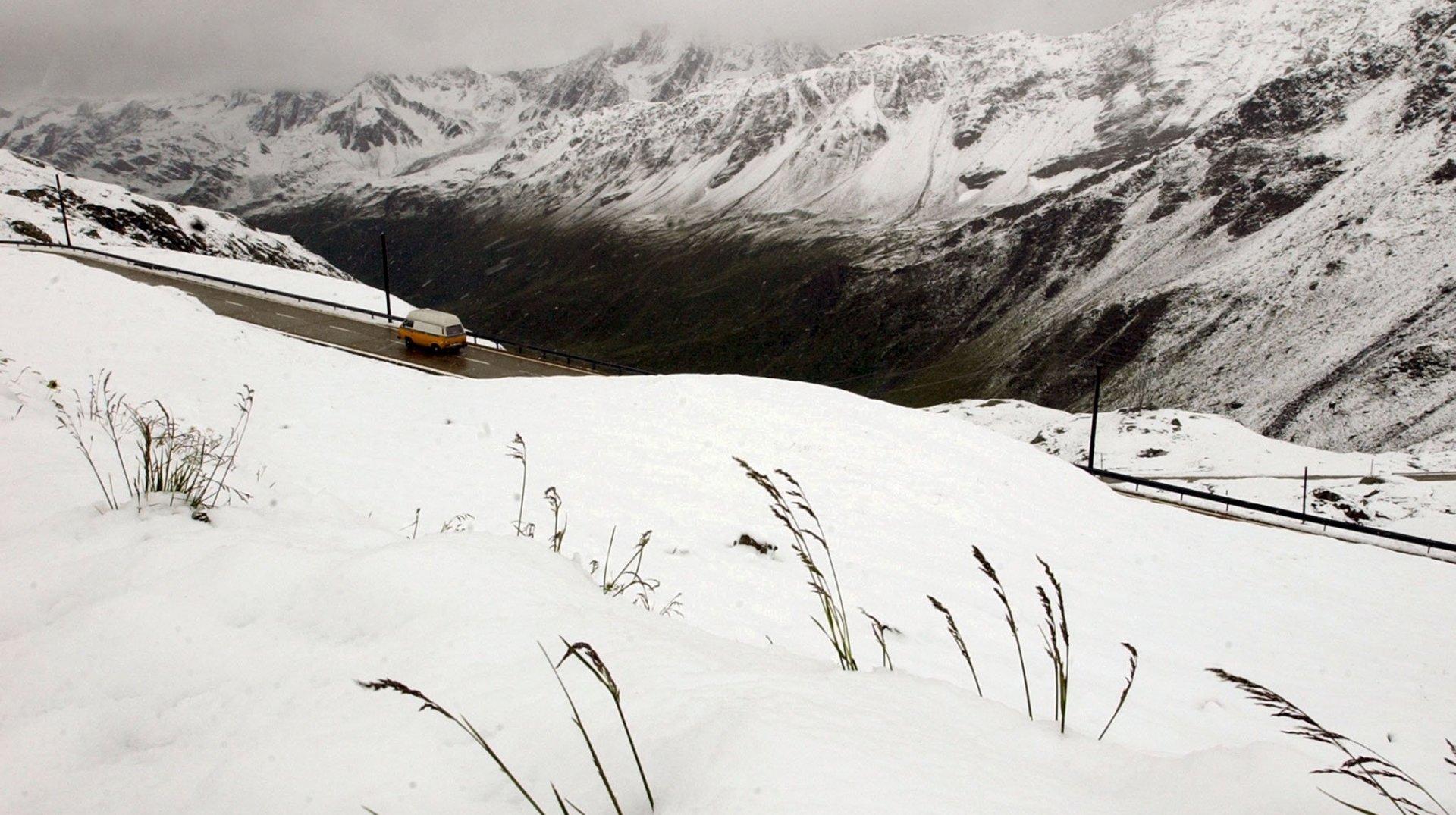 Plusieurs cols valaisans fermés à cause de la neige