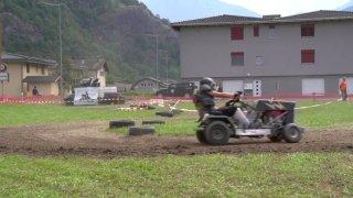 Plus de 300 tours de piste en tracteur tondeuse