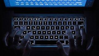 Valais: des centaines d'adresses e-mail d'employés du canton ont fuité sur le darknet, l'Etat réagit