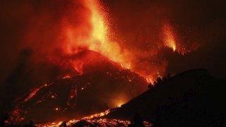 Eruption volcanique dans l'archipel des Canaries: une centaine de maisons détruites