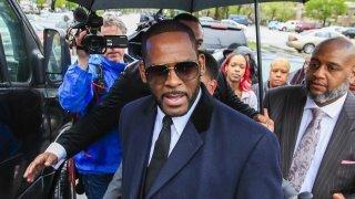 Etats-Unis: le chanteur R. Kelly reconnu coupable de crimes sexuels