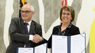 Moutier: les gouvernements bernois et jurassien signent la feuille de route