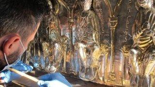 Saint-Maurice: restaurée, la grande châsse se dévoile au public