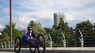 Tétraplégique, Jonas Bell relie Martigny à Barcelone avec son handbike