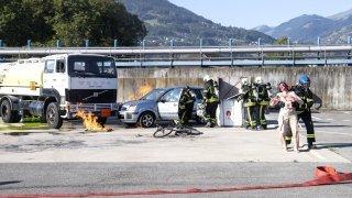 Formation sapeurs-pompiers: un exercice catastrophe sur le site chimique de Monthey