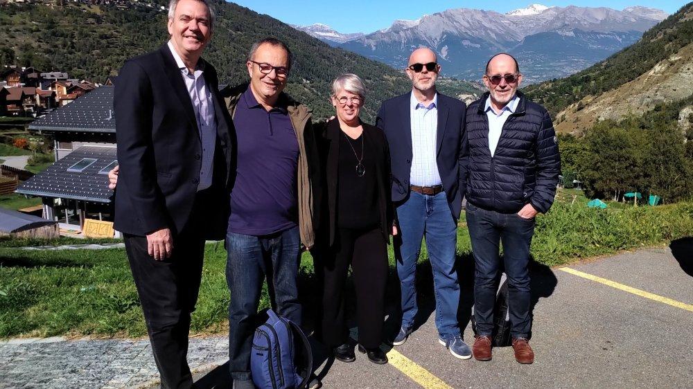 De gauche à droite, Pierre Bellerose, Paul Fabing, Laurence Docquir, Paul Arseneault et Jean-Luc Boulin sont membres du comité des Francophonies de l'innovation touristique.