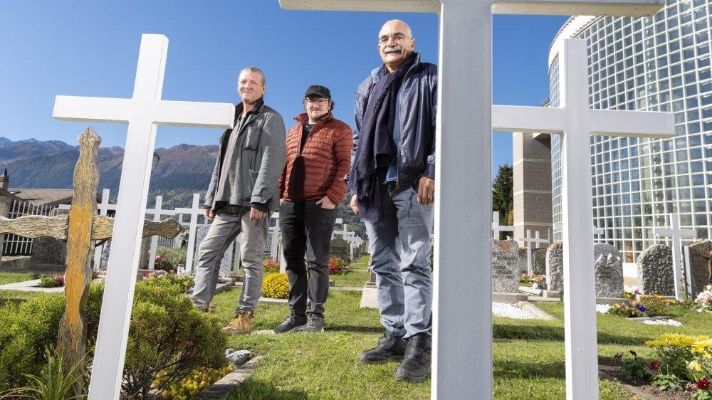 De gauche à droite, Xavier Moillen, compositeur de la musique, Roland Vouilloz, metteur en scène, et Pierre-André Milhit, auteur de ces «Lettres aux gisants» qui marqueront cette édition 2021 des Lettres de soie.