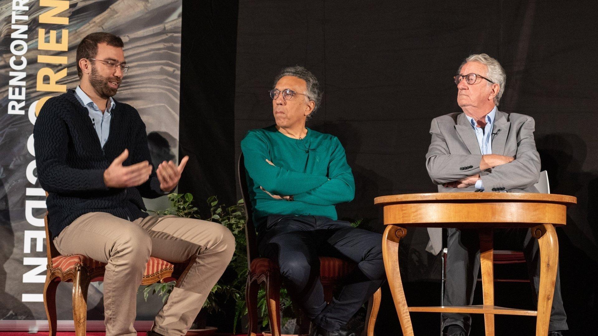Le  jeune réalisateur Elia El'Haddad (à gauche) a tapé dans l'œil de l'écrivain Charif Majdalani et du journaliste et producteur Jean-Philippe Rapp.