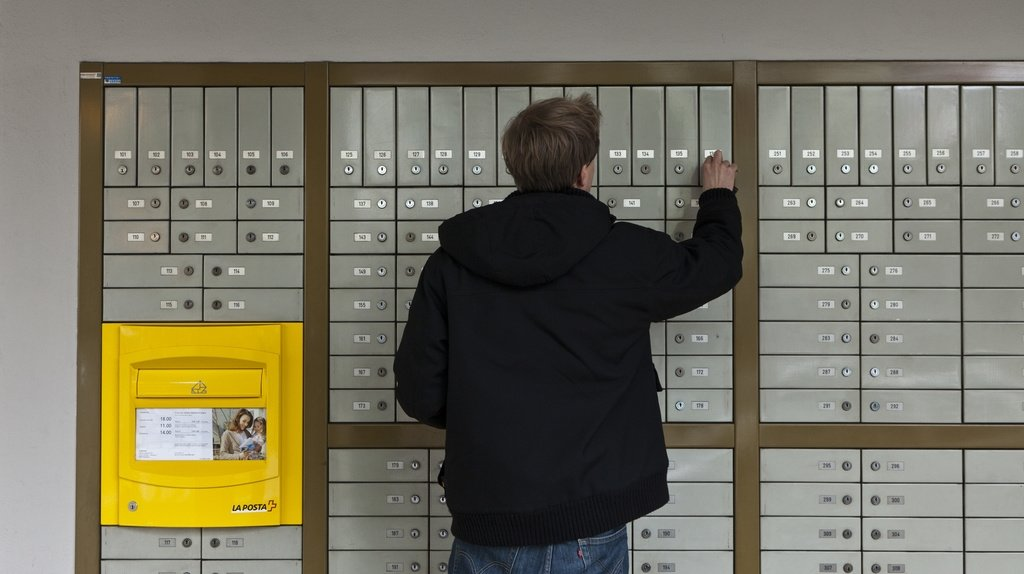 La Poste compte diminuer le nombre de cases postales en Suisse.