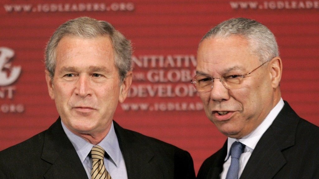 Colin Powell, secrétaire d'Etat américain sous George W. Bush, est décédé du Covid-19