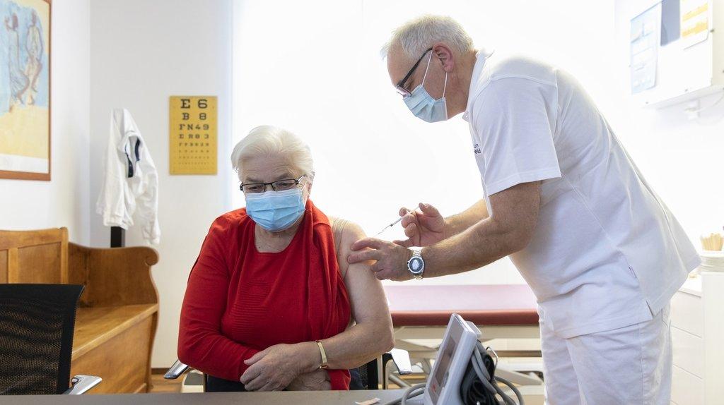 Coronavirus: la 3e dose de vaccin bientôt validée en Suisse?