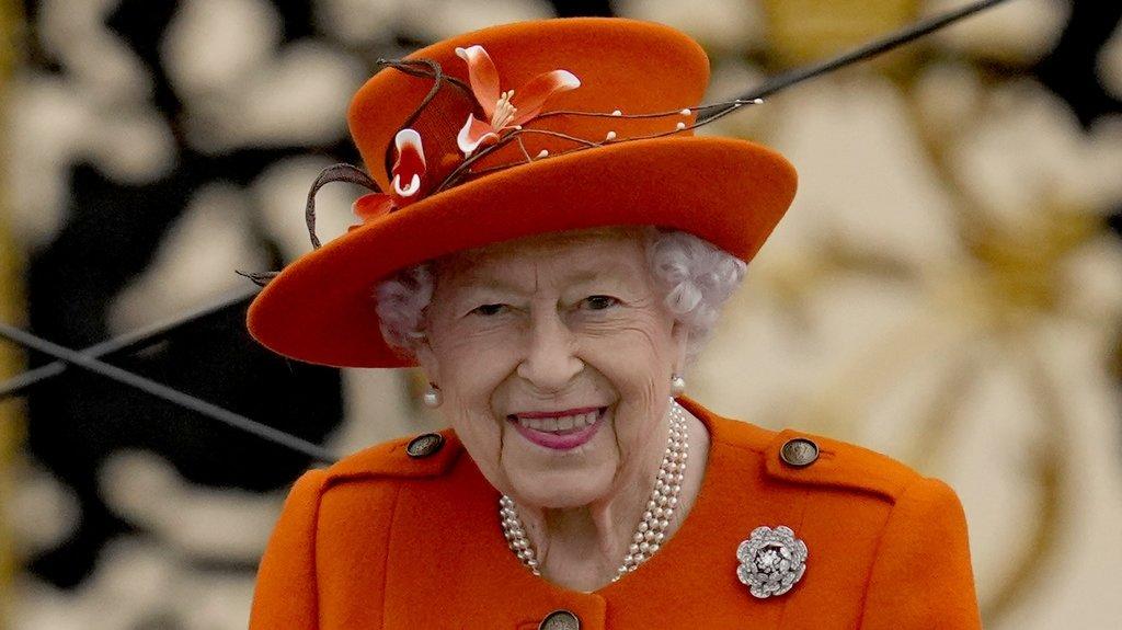 La reine d'Angleterre Elizabeth II, jeune dans sa tête, refuse un prix pour personnes âgées