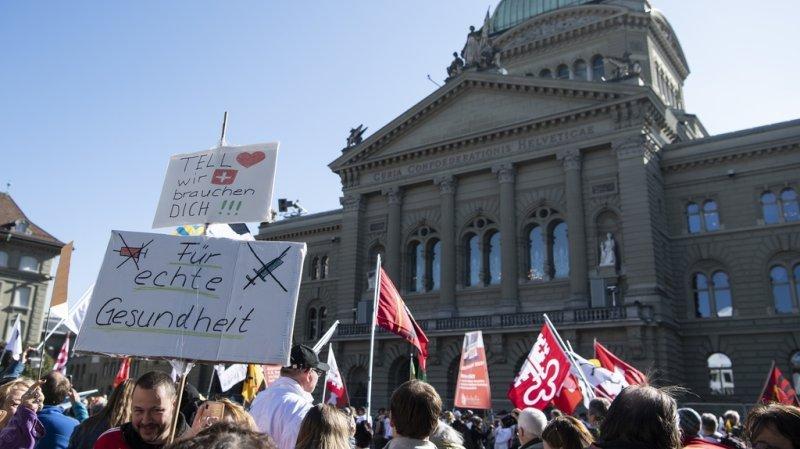 Coronavirus: plusieurs milliers de manifestants anti-certificat à Berne