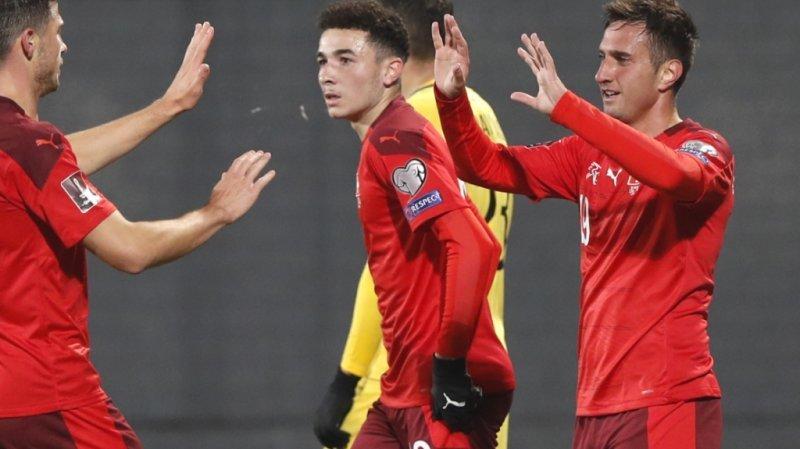 Mario Gavranovic (à droite) félicité après le 4-0.