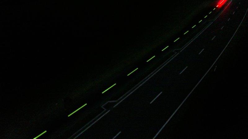 La peinture photoluminescente offre une visibilité sur 30 mètres au moins.
