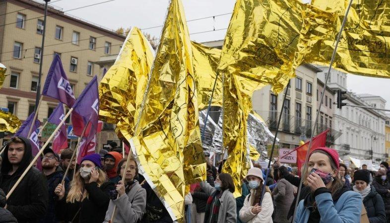 Pologne: quelques milliers de personnes manifestent contre les refoulements de migrants à la frontière