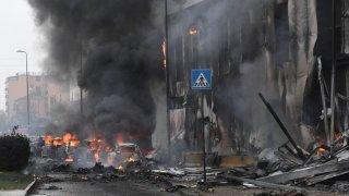 Un petit avion s'écrase contre un bâtiment à Milan: 8 morts