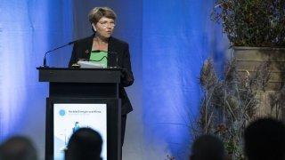 Climat: l'administration fédérale et les ex-régies s'engagent à développer le renouvelable