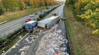 Autoroute A1 fermée entre Genève et Lausanne à la suite d'un accident spectaculaire
