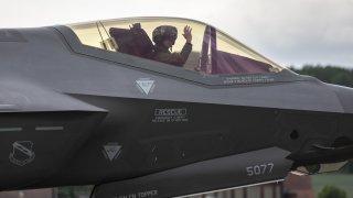 Nouvel avion de combat: pourquoi le F-35 américain pourrait coûter plus que prévu