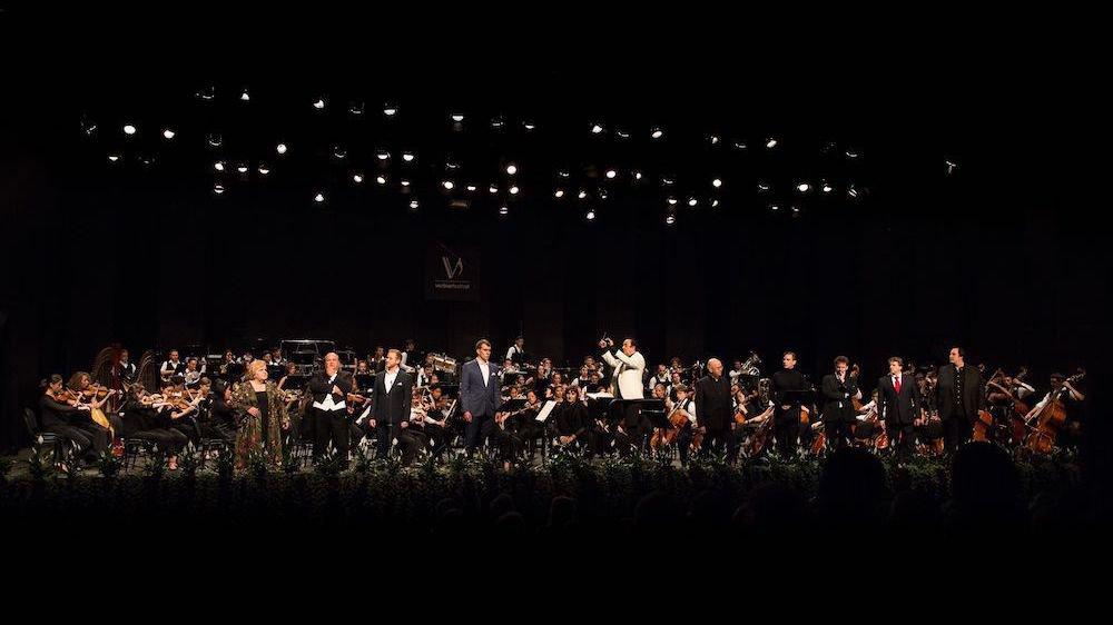 Fondé en juillet 2000, le Verbier Festival Orchestra a été dirigé par les plus grands, Paavo Järvi,James Levine, Zubin Mehtaou encoreMichel Dutoit.