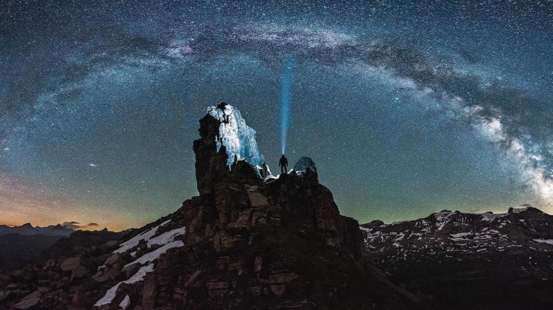 Uri: au sommet d'une montagne pour photographier les étoiles, il se fait secourir par la Rega