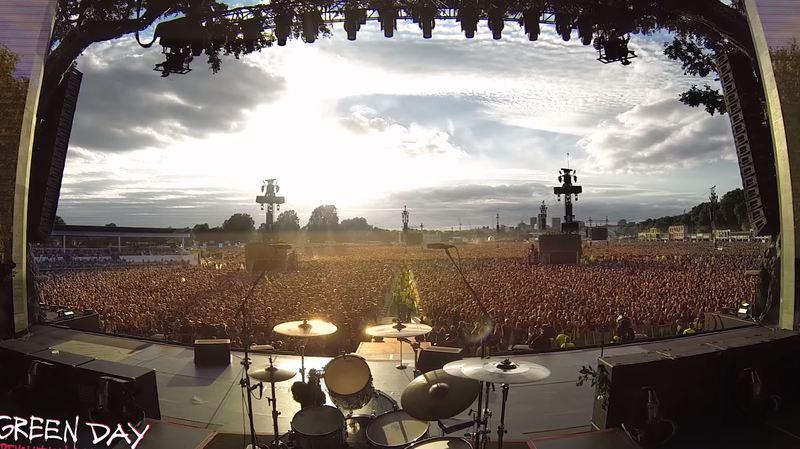 Queen: quand 65'000 spectateurs chantent Bohemian Rapsody en attendant l'arrivée de Green Day