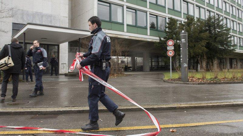 La place fédérale et les rues adjacentes ont rouvert une fois la menace écartée.