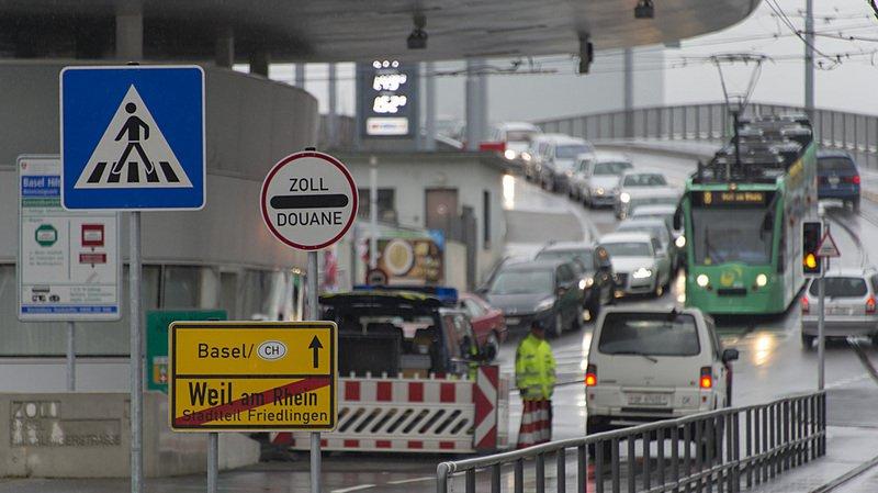 Bâle: deux passeurs égyptiens et 16 réfugiés syriens arrêtés sur la route entre Milan et le Danemark