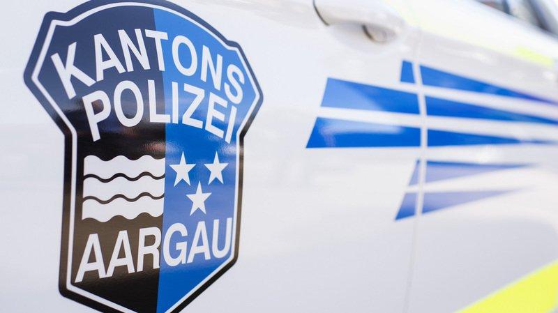 Argovie: ivre et sans permis, il vole une voiture, enfonce un portail et un îlot routier