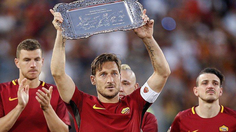 Football: Francesco Totti ne jouera plus au football et met fin aux rumeurs d'un transfert