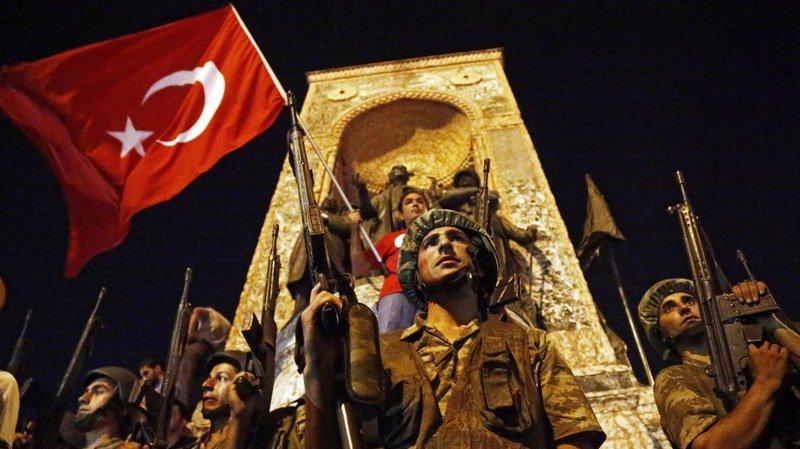 Turquie: plus de 7000 policiers, soldats, et membres de ministères limogés