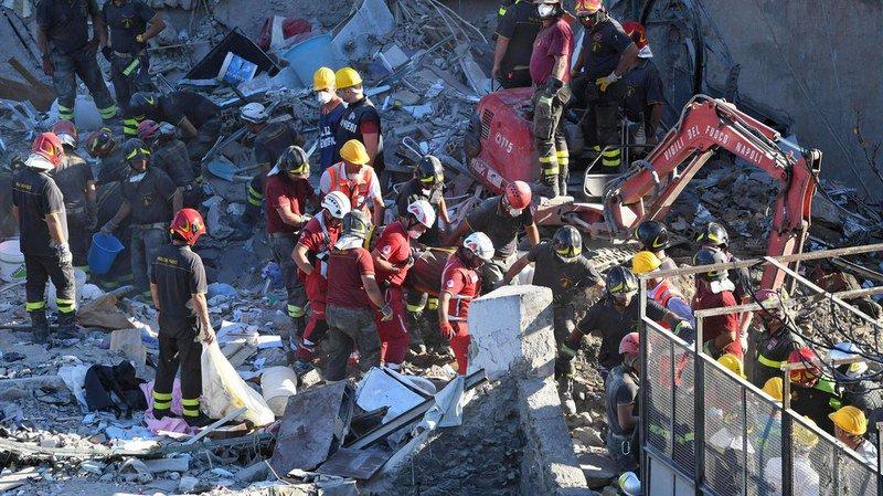 Italie: un bâtiment s'écroule à Naples, huit corps retrouvés