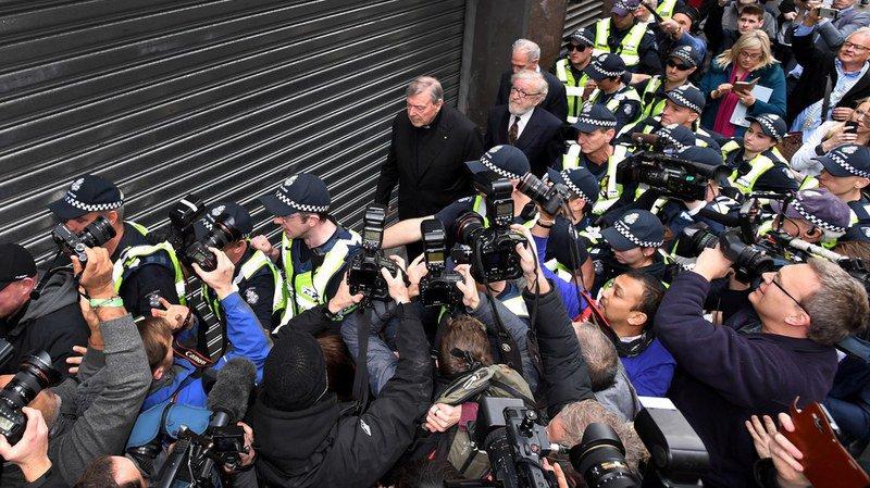 Australie: George Pell, le numéro 3 du Vatican, inculpé d'abus sexuels, plaidera non coupable