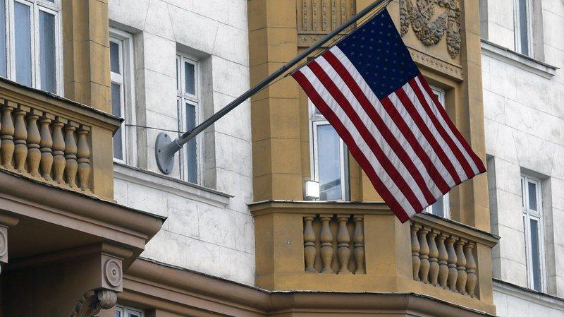 Dès le 1er septembre, la diplomatie américaine devra également réduire son personnel d'ambassade et de consulats de 755 personnes, pour le ramener à 455, au niveau des effectifs des représentations russes aux Etats-Unis.