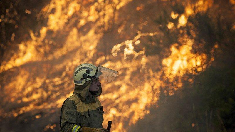 Les pompiers ne sont pas parvenus pour l'heure à maîtriser le brasier.