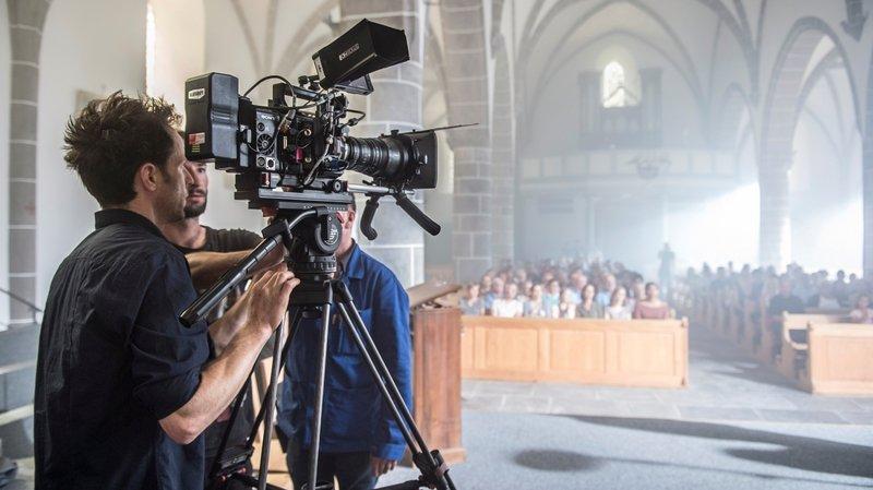 À l'église paroissiale  du Châble, 125 figurants de la région ont joué dans une scène du film «1818, la débâcle du Giétroz».