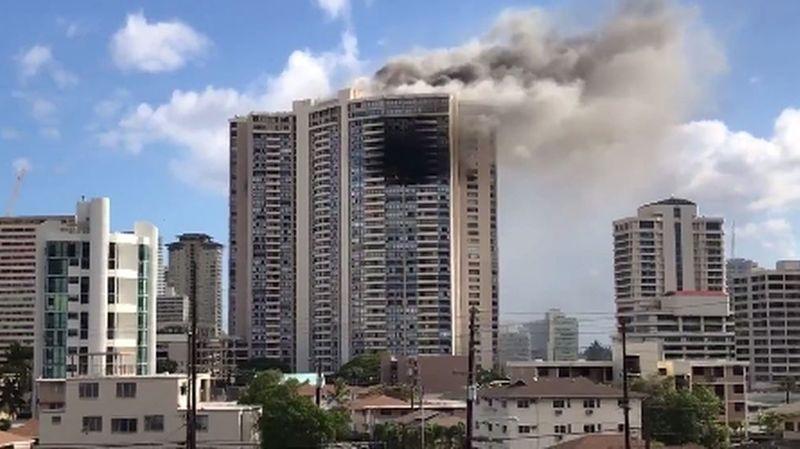 Trois morts dans l'incendie d'une tour d'habitation à Hawaï