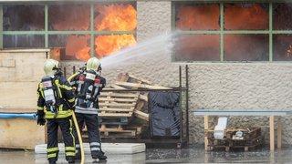 L'affaire du pompier licencié fait réagir en Valais