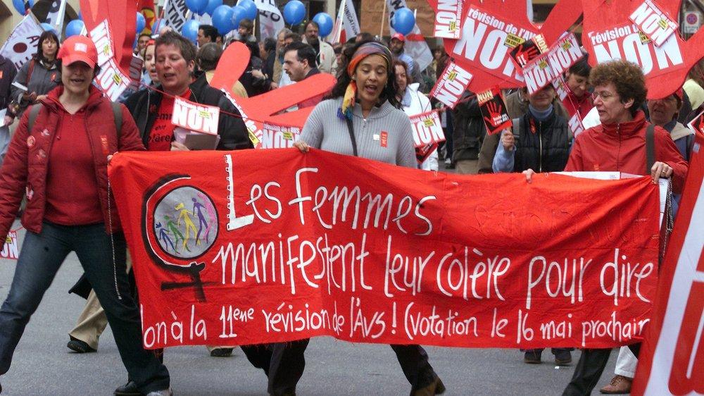 En 2004 (ici, le défilé du 1erMai à Neuchâtel), les électeurs suisses ont repoussé la onzième révision de l'AVS, qui pénalisait les femmes.