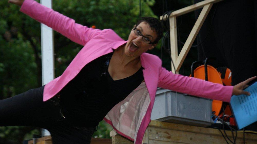Sandrine Viglino invite ses amis artistes à venir faire la fête dans son pré du Brocard, ce samedi.
